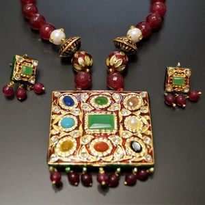 Jewelry - Beautiful Indian Necklace Set (reversible)